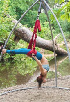 outdoors-river-yoga-swing-renata-01404